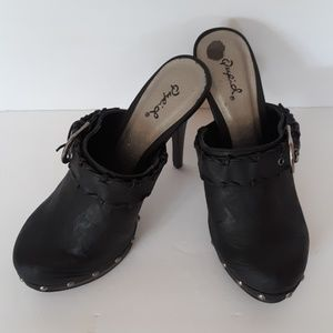 QUPID  NWOT MULES / CLOGS CLOSED TOE SLIP ON